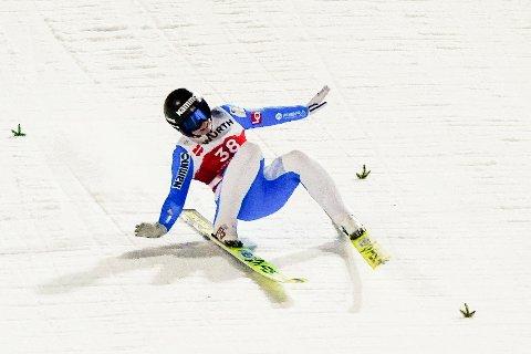 Her går det galt: Silje Opseth i andrehoppet i stor bakke for kvinner under VM på ski i Oberstdorf. Foto: Lise Åserud / NTB