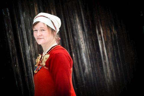 KVINNEHÅNDVERK: Astri Bryde fra Eidsfoss vet mye om historisk håndverk.