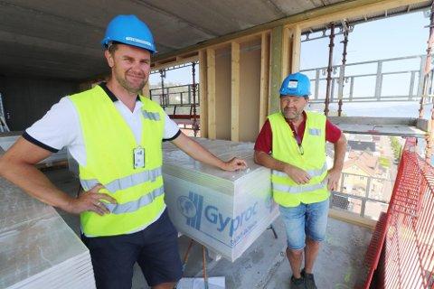 Har ledet byggingen av kvartalet: Prosjektleder Glenn Svendsen og anleggsleder Bjørn Tonny Stalsberg. Foto: Pål Nordby