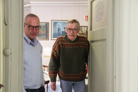 Framsnakkes: Museumsforeningen, her ved Tom Amundsen (til venstre) og Jan Gunnar Flannum, får skryt av Botnarkomiteen i framsnakkestafetten som er startet i regi av Holmestrand Bys vel. Foto: Lars Ivar Hordnes