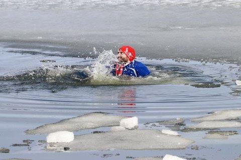 Farlig is: Seks av 19 drukningsulykker så langt i år har skjedd etter fall gjennom isen, en av disse ulykkene var i Svelvik. Illustrasjonsfoto