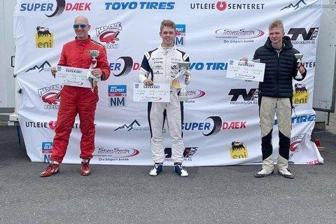 Tredjeplass: Her fikk Marius Solberg Hansen tredjeplassen, slått av Didrik Esbjug (seier) og Gunnar Sjøvold på andreplass. Foto: MSH Motorsport