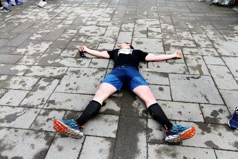 Utslått: Frank Løke etter å ha blitt nummer tre i Holmestrand Maraton. Foto: Pål Nordby