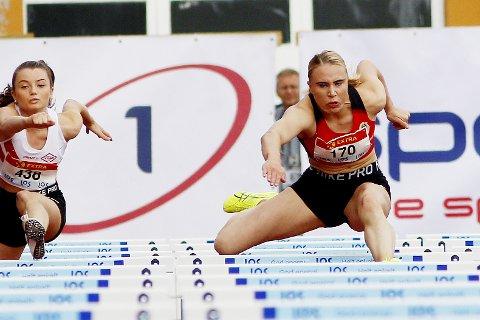 Tre perser på tre forsøk: Tonje Nedberg fra Hof satte tre perser på like mange løp under NM. Hun fikk også bronse på 1000 meter stafett med sin nye klubb Skjalg.