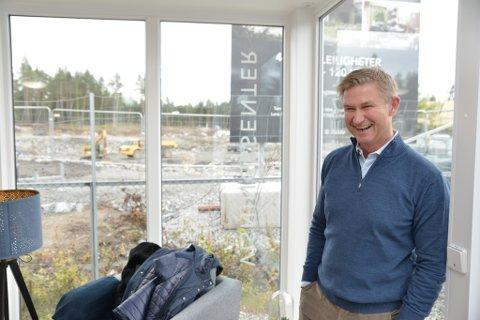SOM OSLO: Eiendomsmegler Tom Z. Bliksmark sier kvaliteten og fasilitetene på byggeprosjektene i Jessheim nå er like god som midt i Oslo sentrum.