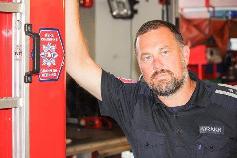 TRYGGERE: Brannsjef Terje Foss er glad for å kunne tilby mannskapene sine er tryggere arbeidsmiljø.