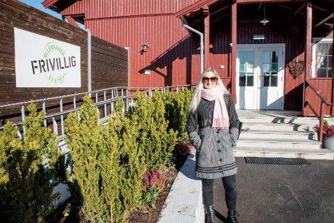 SAMLER INN UTSTYR: Tanya Fjørtoft Valkve og Omsorg Jessheim samler inn hygieneartikler og undertøy til rasofrene.