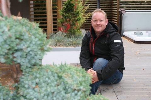 ETTERTRAKTET: Mange søker hagedesigner Darren Saines råd om dagen i og med at de flestes ferie skal tilbringes få meter fra sofaen.