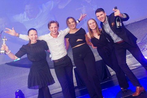 BESTE BUTIKK: Ida Kristin Nilsen, André Berg, Elise M. Tvedt, Guro Kvilten og Henrik Håland i Lekia Kanutten på Jessheim hanket inn pris i helga.