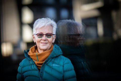 FÅTT FULLSTENDIG DILLA: Hildegunn Rismark (71) forteller at hun bruker mye tid på de ulike prosjektene sine. – På regnværsdager kan jeg sitte i timevis.