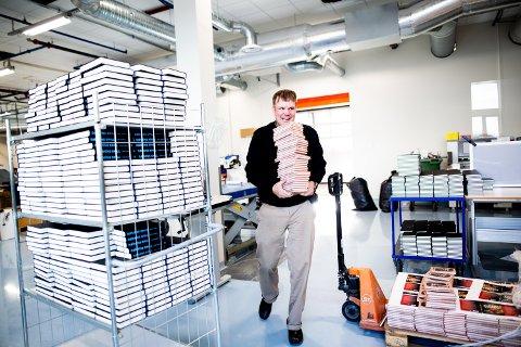 STORTRIVES: Tom Rune er svært glad i jobben i bokavdelingen til Orbit Arena på Jessheim og sier det er takket være jobben han kan leve et normalt liv.