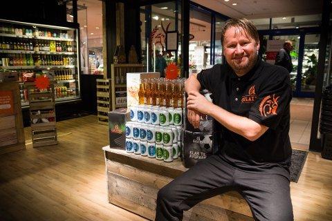 GLEDER SEG: Øivind Løvereide forteller at det bare er småplukk som gjenstår før han kan åpne sitt nye ølutsalg. Han driver fra før en butikk på Strømmen Storsenter. Arkivfoto: Tonje Ruud Sjølie