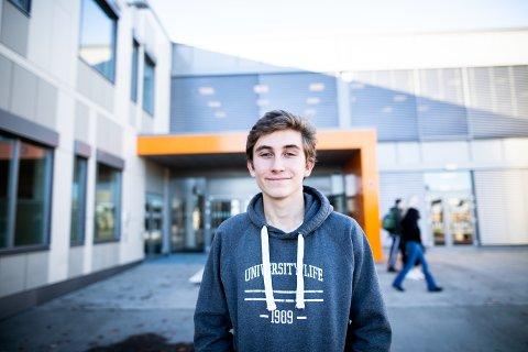 ENGASJERT: Elev Jacob Thorsen ser fram til en spennende natt på skolen.