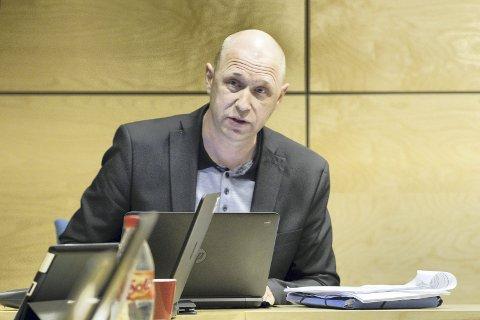 KREVENDE ARBEID: Rådmann Rune Hallingstad påpeker i budsjettforslaget sitt at både han og lokalpolitikerne må håndtere et budsjett med større risiko enn hva som er ønskelig og vanlig. – Budsjettet er etter min vurdering meget stramt, men økonomisk ansvarlig og med en innretning i tråd med kommunens behov i årene fremover, sier han.