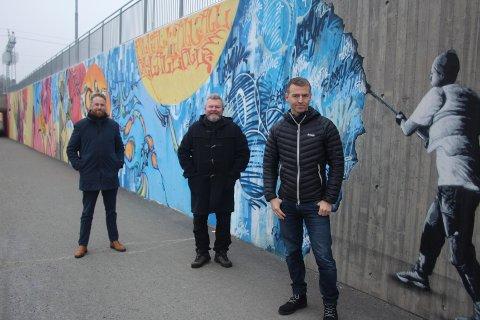 – GLADNYHET: Ordfører Eyvind Jørgensen Schumacher (f.v., Ap), Eirik Ballestad (MDG) og Thorbjørn Merkesdal (V) lover et lysere Jessheim i 2021.