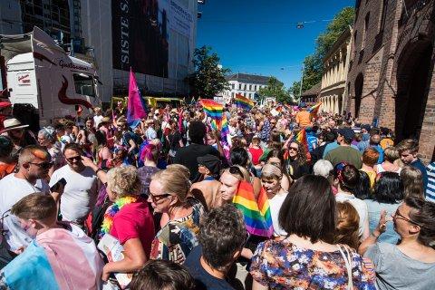 LIV I STORGATA: Oslo Pride er en årelang tradisjon. Som første sted på Romerike, får Jessheim en egen parade til sommeren.