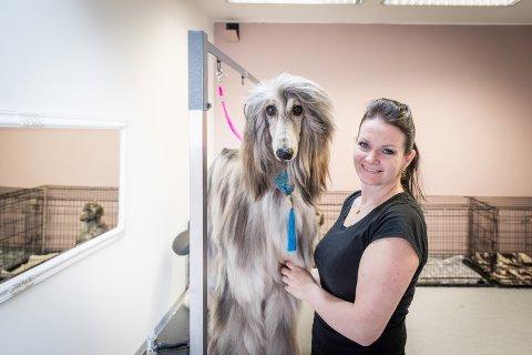 NY START: Gunn-Hege Pettersen hadde knapt flyttet ut utstyret da lokalet hun tidligere holdt til i sto i full fyr. 2. mars er det ny giv for hundesalongen i Gardermovegen.