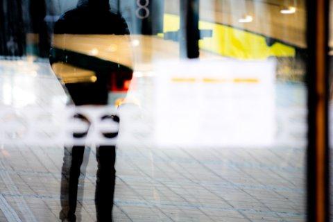 BRUKER EGENMELDING FOR Å SLIPPE PRØVER: Flere av 17-åringe Romerikes Blad har snakket med har benyttet seg av egenmelding for å slippe unna prøver. Han frykter at de mest skoleleie vil miste nødvending læring ved at det nå er blitt lettere å være borte fra skolen.