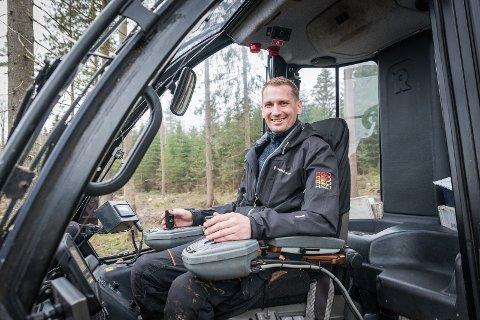SKOGENS MANN: Øyvind Foss i Skog & Virke AS har god erfaring med skogdrift. Nå har han startet sitt eget firma.