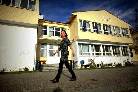 SENDER HJEM OVER 100 ELEVER: Rektor Haldis Brubæk ved Romerike Folkehøgskole har stengt internatet.
