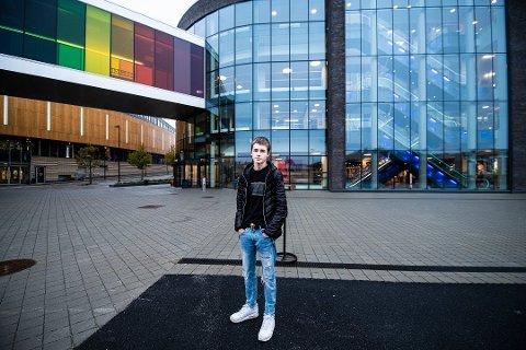 """TIER IKKE: Patrick Aasvangen (15) sto fram i mediene i fjor høst etter å ha blitt ranet på vei inn på senteret på Jessheim. Nå er han stemplet som """"snitch""""."""