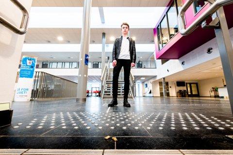 FORUNDRET: Elevrådsleder ved Jessheim videregående skole, Peder Børtnes, mener snuskastingen til enkelte medelever er direkte ekkel.