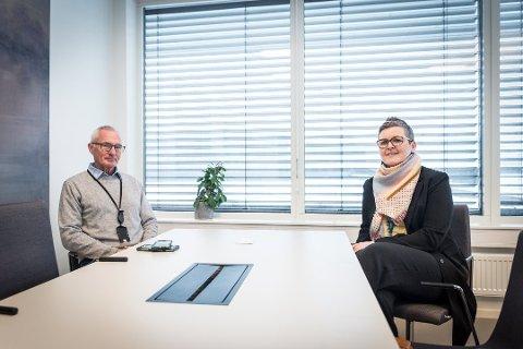 Kommunaldirektør Gunnhild Grimstad- Kirkeby ønsker å åpne for et enda bedre tilbud for innbyggere med lettere psykiske plager. Nå har hun fått avslag på søknaden til helsedirektoratet om midler til å etablere rask psykisk helsehjelp. Her er hun sammen med kommuneoverlege i Ullensaker Lars Meyer- Myklestad.