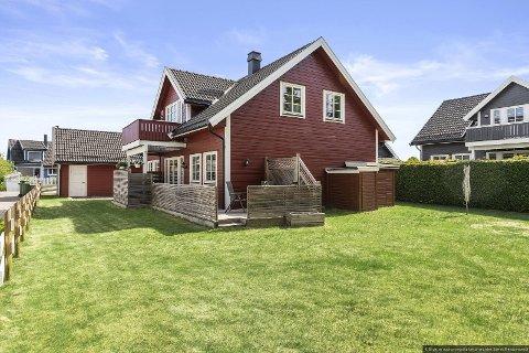 SOLGT ETTER SJU DAGER: Denne boligen i Huldreringen ble solgt for 5,3 millioner kroner etter bare sju dager. Salgssummen endte på 150.000 kroner under prisantydning.