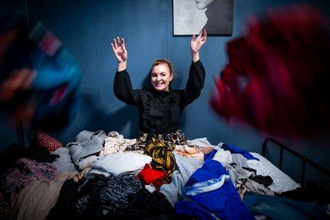 RYDDER OPP: Når følelsene tar overhånd, bruker Jasmine Bergstrøm Schjelle organisering og rydding som terapi. For eksempel ved å ta en skikkelig gjennomgang av klesskapet sitt – eller andres.
