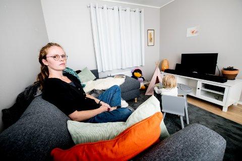 ENGASJERT: Frøya Elise Sóleyjardóttir Snortheim (29) frykter for sin tre år gamle datters skoleframtid hvis ikke skjermbruken tas ned. – Barnet mitt får både se på tv og iPad, for eksempel nå vi er på lengre bilturer. Men poenget er at jeg forsøker å begrense dette til et minimum og at skjermtiden barn får hjemme er mer enn nok om de ikke også skal utsettes for dette på skole og SFO.