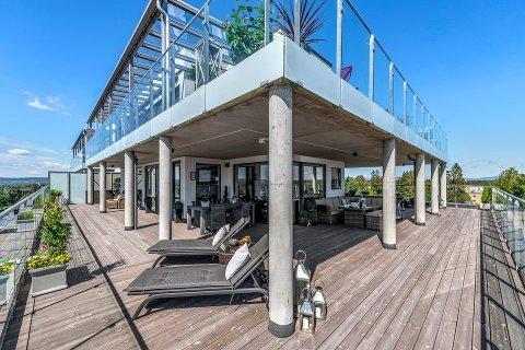STØRRE TERRASSE ENN BOLIGAREAL: Leiligheten i Trondheimsvegen har et terrasseareal på totalt 167 kvadratmeter og et bruksareal innendørs på 128.