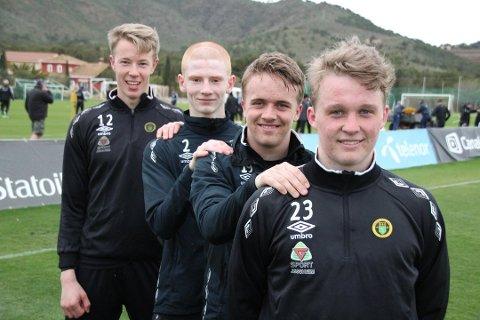 TRIVDES GODT: Jonas Fjeldberg (foran) trivdes godt i Ull/Kisa, der han blant annet spilte sammen med Fredrik Johansen Mundal (bakerst), Martin Søreide og Markus Stensby. Likevel mener 22-åringen det var riktig å forlate Jessheim-klubben til fordel for college-fotball i USA.