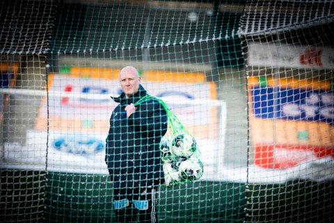 BEKYMRET: Utviklingsleder i Ull/Kisa fotball, Kjetil Haga, mener to meters-regelen som gjelder for fotballtrening i Ullensaker fører til at flere yngre vil forlate idretten.
