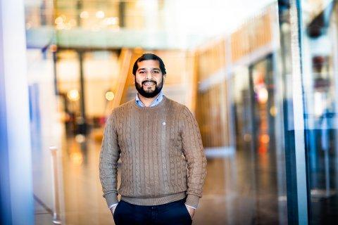 FÅTT HJELP FRA MEXICO OG INDIA: Rishu Pashar forteller at han har fått god hjelp av en nordmann bosatt i Mexico, og som har ansatte i India, til å lage det nye datasystemet.