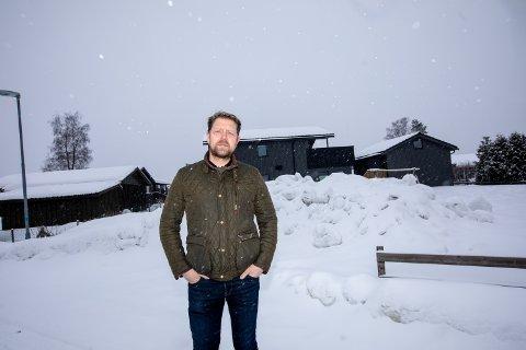 FORTVILET: Leder for Nordbymoen vel, Bernt Erik Henriksen, sier han prater på vegne av flere naboer når han nå klager på byggeprosessen i Furuvegen på Jessheim.