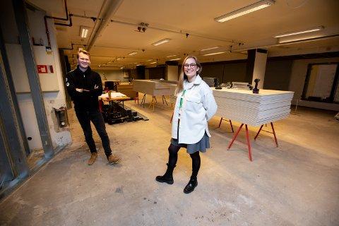 GLEDER SEG: Restaurantsjef Katrine H. Lid og daglig leder Magnus Solvik ser fram til å kunne åpne dørene.