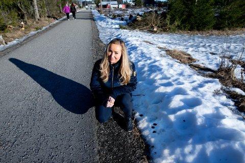 LEI: Kristin Neegaard er lei hundemøkkproblamtikken og lot seg overraske av brevet fra kommunen.