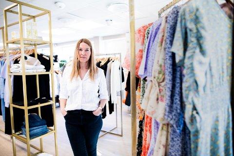 STENGTE DØRER: Marianne Pedersen flyttet butikken Frøken Pedersen ut på gateplan tidligere i vinter. I dag måtte hun i likhet med de fleste andre forretninger i Ullensaker låse døra.