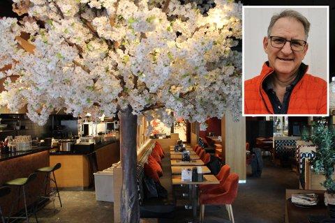 LAR SEG IKKE KNEKKE: Driftssjef Jan Abrahamsen og resten av ledelsen i restaurantkjeden Sumo, som blant annet har filial på Jessheim, ser framover til tross for vanskelige tider.