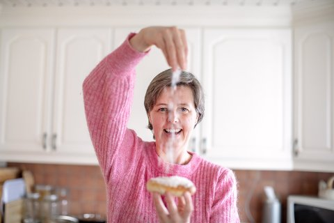 KONDITOR: Elin Vatnar Nilsen må svare på et hav av spørsmål om baking hver dag - spesielt under koronapandemien.