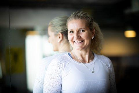 TILFREDS: Fra å krabbe på gulvet lever Elita Bjørknes i dag et svært aktivt liv. Hun nektet å gi seg da legen sa hun ville bli ufør.