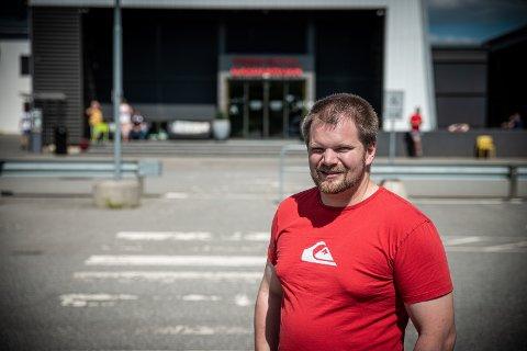 – HEKTISK: Fungerende ordfører Lars Halvor Stokstad Oserud (Sp) takker fagfolkene i kommunen for måten de har håndtert hektiske dager på.