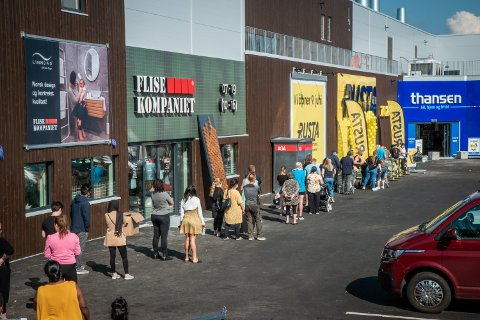 VOLDSOM KØ: Slik så det ut da den nye butikken åpnet rundt klokka ni.