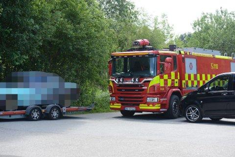 HINDER: En feilparkert bil på Nordbytjernet gjorde at brannvesenet fikk problemer med å komme frem.