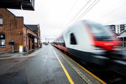 RASKERE PÅ JOBB: Reisetiden inn til hovedstaden er forkortet med et kvarter i morgenrushet.