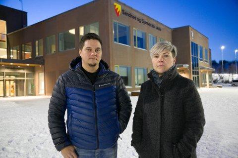 ALVOR: FAU-leder Hilde Devold Fordelsen ved Sandnes og Bjørnevatn skole retter nå flere krav til Sør-Varanger kommune på hva som må oppfylles for å gjøre skoleveien til nyskolen så trygg som muilig. Til venstre Rune Bakken Larsen.