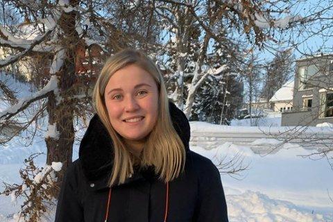 SNØ: Martine Fredrikke Hansen fra Bjørnevatn har det godt med fotball og studier i snørike Tromsø.