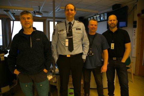 GLEDER SEG: Hermann Bjørhusdal (brann), Stein Kristian Hansen (politi), Stein Helge Stormo (helse) og Tarjei Sirma-Tellfesen (politi) ser fram til nødetatene er samlet i poliitihuset.