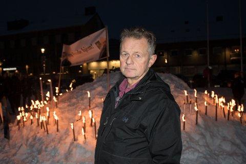 HÅP: Leder i Støttegruppen for Frode Berg i Kirkenes, Øystein Hansen, håper det ikke er lenge til Berg kan komme hjem til sine. Her under fakkeltoget for Berg.