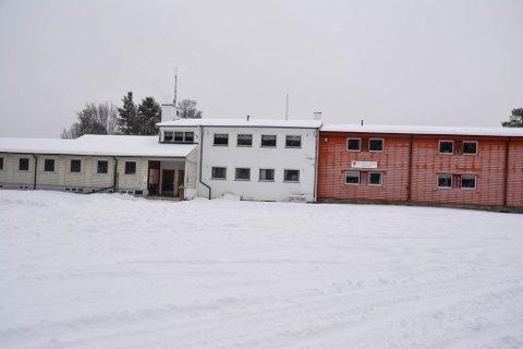 USIKKERT: Skogfoss skole har vært en viktig del av lokalsamfunnet i Pasvik i en årrekke. I 2019 bestemte foreldregruppen seg for å ta ut sine barn fra skolen, og dermed ble den lagt ned.